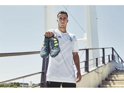 Новите футболни обувки NEMEZIZ с дизайн, вдъхновен от морските бури: вихър в синьо и тюркоазено