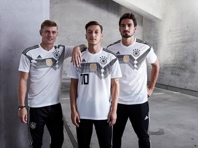 """Mit dem Geist von 1990 zur FIFA WM 2018™: adidas präsentiert neues Trikot für """"Die Mannschaft"""""""