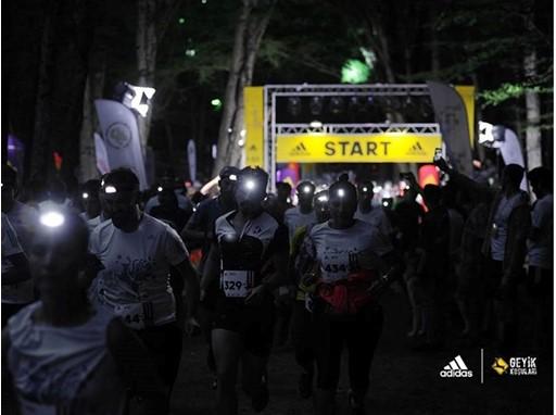 adidas Geyik Kosulari Gece Kosusu