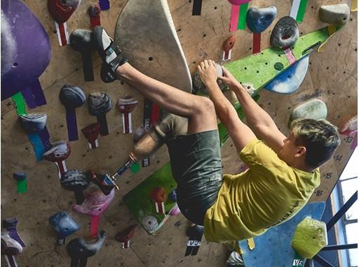 The Boulder Bond Climber 1
