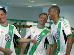 Südamerika kommt nach Niedersachsen - adidas und VfL Wolfsburg stellen neues Heimtrikot vor