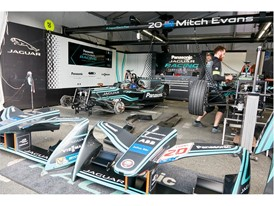 Jaguar Racing Team – Ready for the race