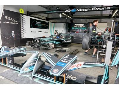 Jaguar Racing Team – Ready for the race