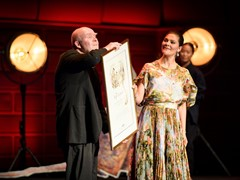 Wolf Erlbruch Accepts Astrid Lindgren Memorial Award Before Full Stockholm Concert Hall