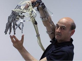 Rmn-GP presents STELARC - Avantgarde with Robotic Art at the EXPO 2017