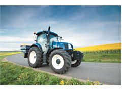 New Holland launches Auto Command™ transmission for T6 and T8 ranges of Tractors and new Roll-Belt Baler in the UK at Cereals 2013