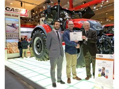 The Case IH Optum CVX receives the Technical Innovation Prize at FIMA 2016