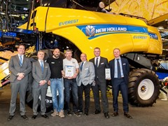 "New Holland flagship combines deliver even higher capacity with new Everest system and win ""Machine de l'année"" title at SIMA 2017"