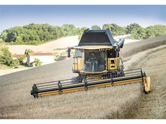 "New Holland CR and CX combines with Everest System win ""Machine of the Year"" award at SIMA 2017"