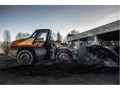 CASE Construction Equipment unveils the world's first methane-powered construction vehicle at bauma 2019