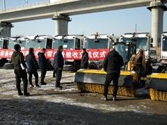 一单斩获42台SR250滑移 - 访凯斯小设备代理商沈阳德恒如何助力北方城市清雪