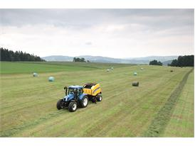 New Holland Roll-Belt™ 150 CropCutter™ in silage
