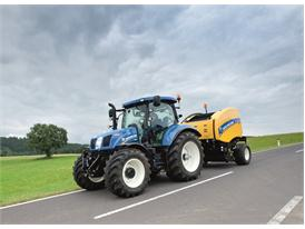 New Holland Roll-Belt™ 150 CropCutter™ during road transport