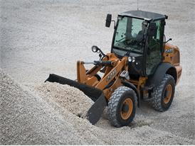 Case 221F Case compact wheel loader moving aggregate