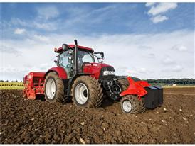 Maxxum 130 CVX working with front and rear mount equipment