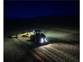 T9.565 working at night with a powerful lighting package