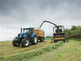 New Holland FR 550 Forage Cruiser working in grass silage