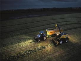 New Holland FR 550 Forage Cruiser working at night thanks to the upgraded lighting package