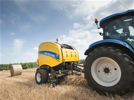 New Holland Roll Belt™ 180 SuperFeed™ in the Field