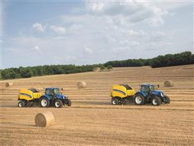 New Holland Roll Belt™ 180 SuperFeed™ baling straw