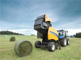 New Holland Roll Belt™ 150 CropCutter™ baling silage