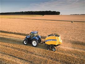New Holland Roll Belt 150 ActiveSweep™ baling straw