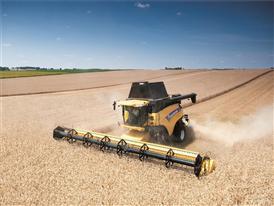 Varifeed™ 41-foot grain header in wheat