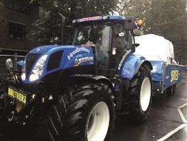New Holland T7.200 tractor joins Notting Hill carnival parade