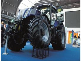New Holland T8.420 Auto Command™ Tractor at Agrotech
