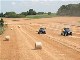 New Holland Roll-Belt™ 180 with the New ActiveSweep™ option in the Field