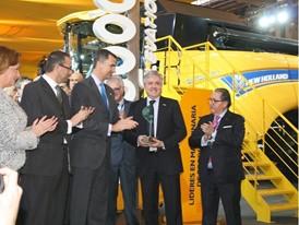 Carlo Lambro receives the awards on behalf of the company from the Prince of Asturias, Felipe de Borbón