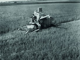 In 1952 Claeys develops the first European self-propelled combine harvester
