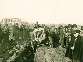 В 1918 году Fiat разрабатывает свой первый трактор Fiat 700A.