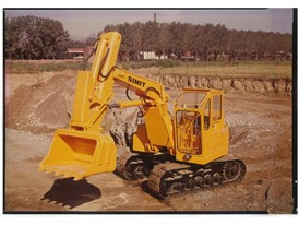 In 1947 Mario Bruneri produces the first hydraulic excavators and founds SIMIT, acquired by Fiat in 1970