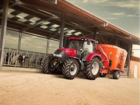 Case IH Maxxum Multicontroller Tractor with feeding wagon