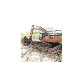 Excavator Hydraulics and Fuel Efficiency Stand Out for Florida Highway Contractor and Materials Producer