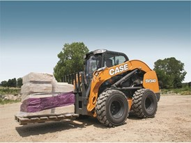CASE CV340 with pallet forks in landscape mode