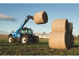 LM7.42 Elite telehandler moving bales