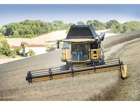 The CX and CR Everest models compensate lateral slopes of up to 20% to maintain a perfect horizontality of the combine