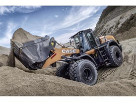 The CASE 1021G Wheel Loader in action
