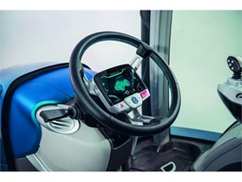 The fixed hub steering wheel display contains the most frequently consulted parameters and always remains upright