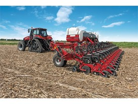 With ultra-narrow 15-inch row spacing, the 2140 Early Riser® planter delivers two planters in one efficient machine