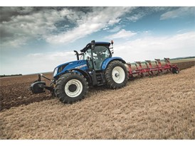 The Dynamic Command™ is available on the T6 series 4-cylinder tractors