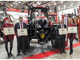 Osvaldo Brigatti, Marketing Manager Italy Case IH (c.l.) Ivano Frongillo Business Director Italy Case IH (c.r.)
