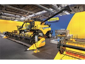 New Holland CR Revelation™