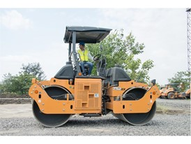 CASE Construction 752EX Vibratory Tandem Compactor