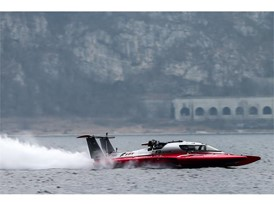 The 'three point' hull powered by FPT Industrial on Lake Como in Italy