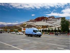Новый Iveco Daily, фургон года 2015, покоряет Тибетское нагорье