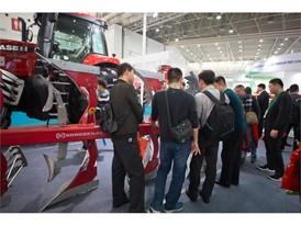 纽荷兰在2017中国国际农机展上首次展示全新的圆捆机以及康斯开尔品牌产品