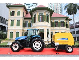 New Holland TS6 and BR6090 on display